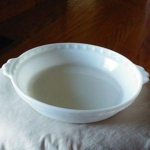 Fab Vtg Pyrex milk glass handled pie dish